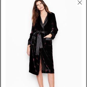 Victoria's Secret Black Autumn Floral Velvet Robe